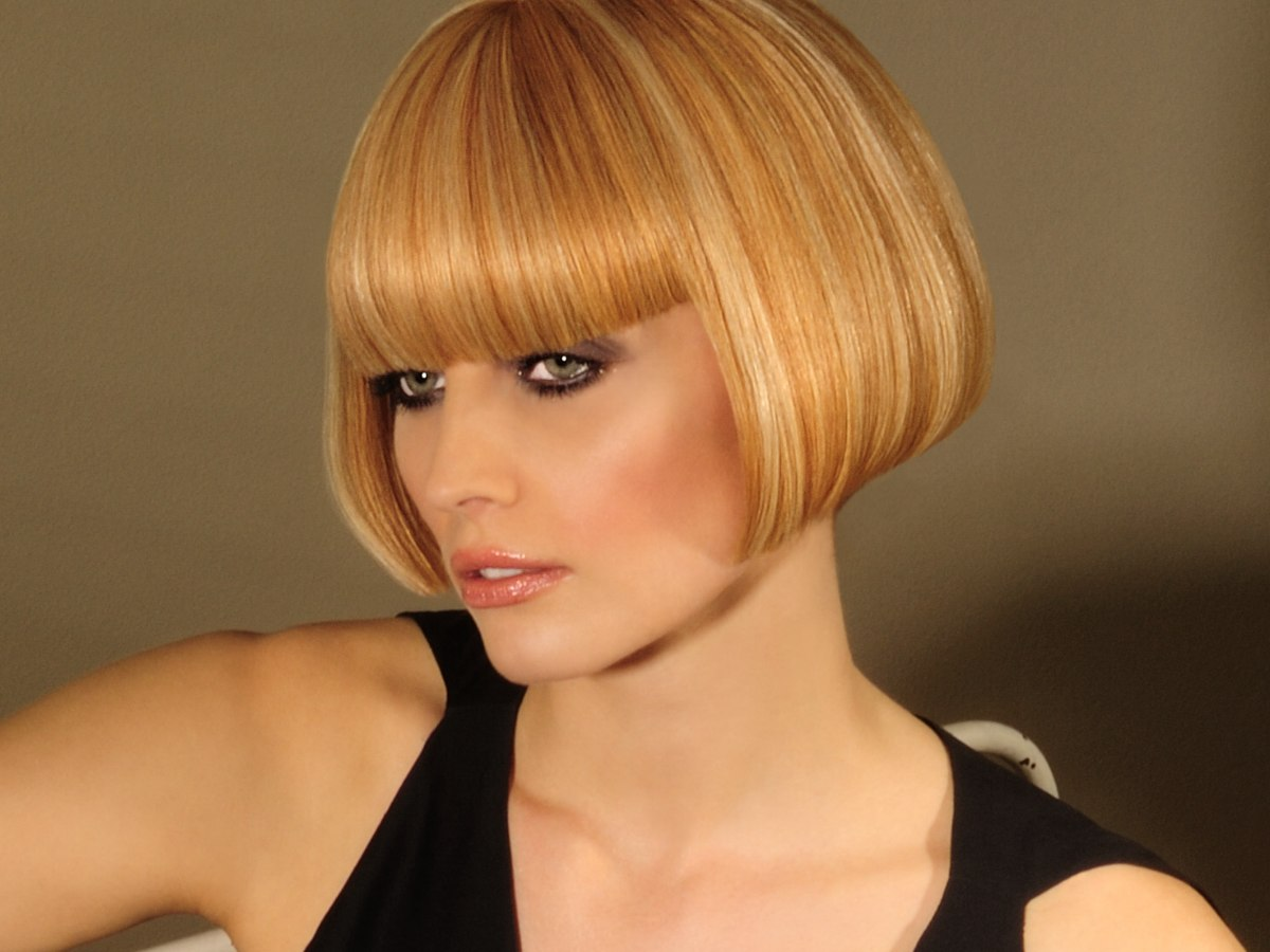 Sharp And Cleanlydefined Short Bob With A Soft Multitonal Hair Color - Bob hairstyle define