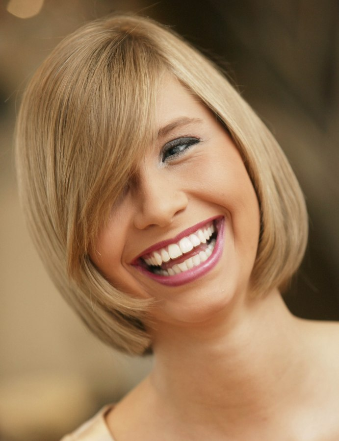 Incredible Blunt Cut Bob Hairstyle With A Curved Fringe And Hair That Moves Short Hairstyles Gunalazisus