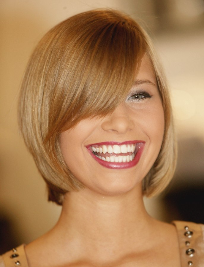 Terrific Blunt Cut Bob Hairstyle With A Curved Fringe And Hair That Moves Short Hairstyles Gunalazisus