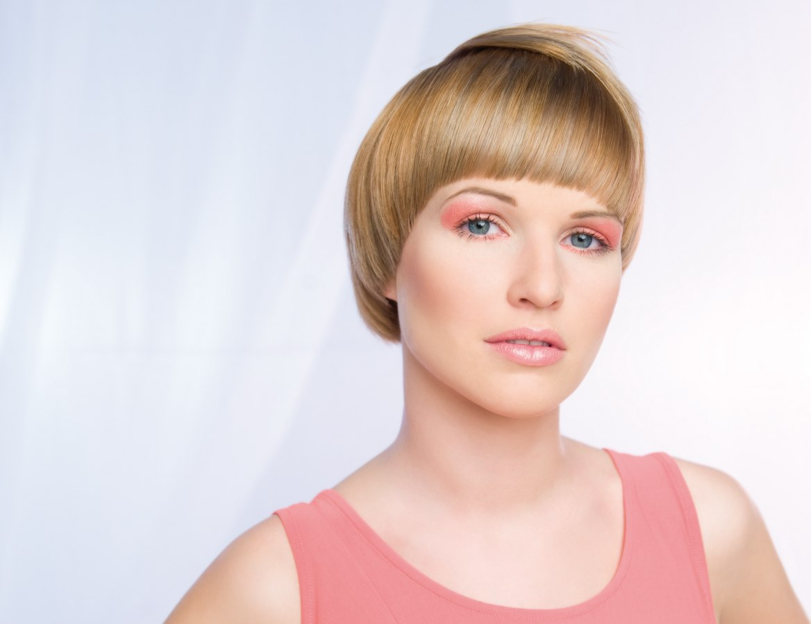 Hair Cut In A Round Line Around The Head And Curving Right