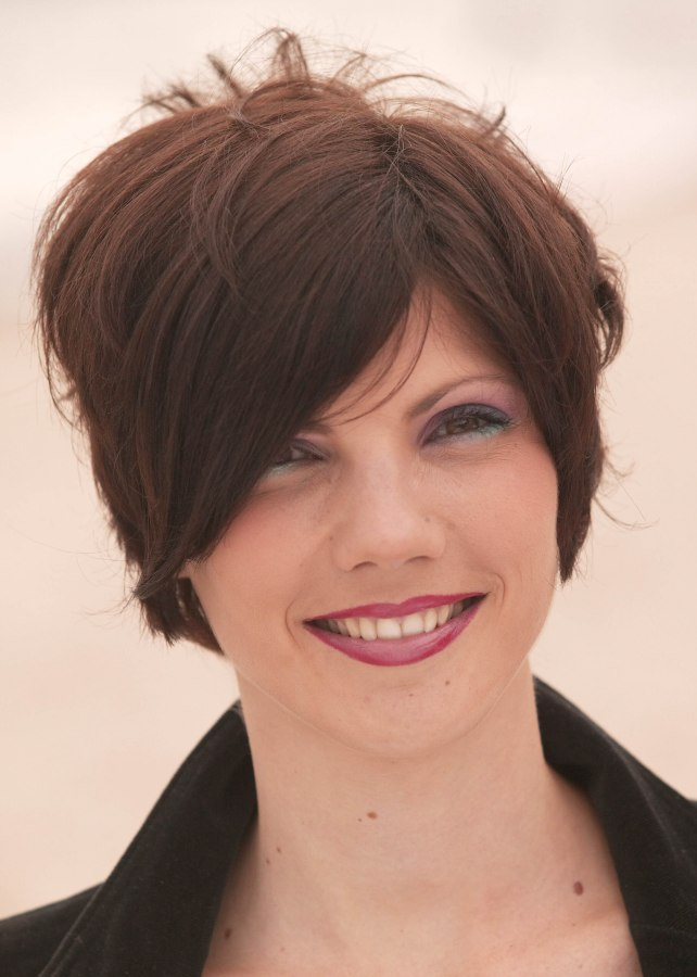 Short hairstyle for women who like things simple and