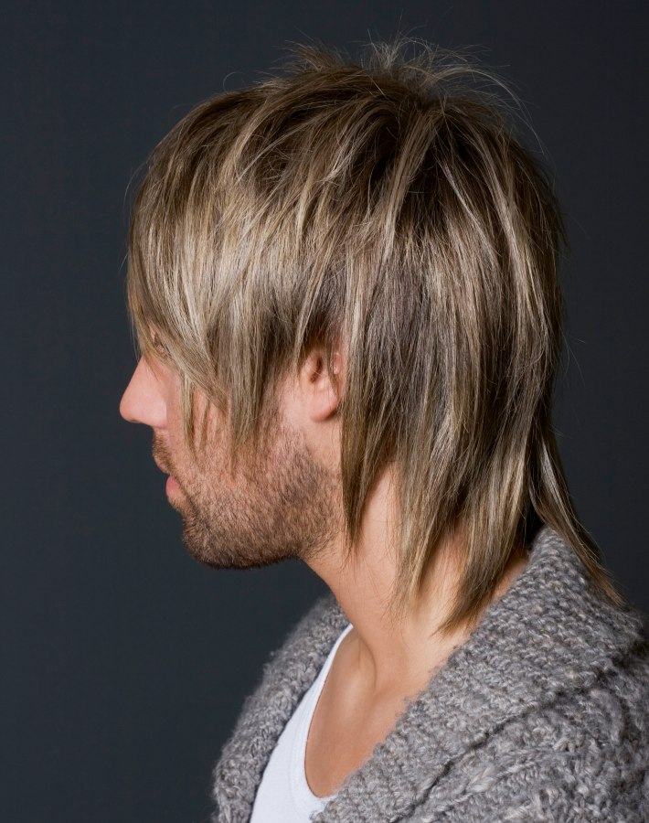 Wild men\'s hairstyle | Razor-cut long-layered look and choppy texture