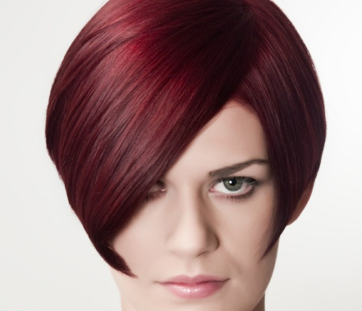Step By Step Guide On How To Cut A Short Graduated Bob And Online Training Video