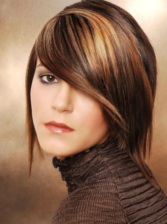 Medium Hairstyle With Highlights That Look Like The