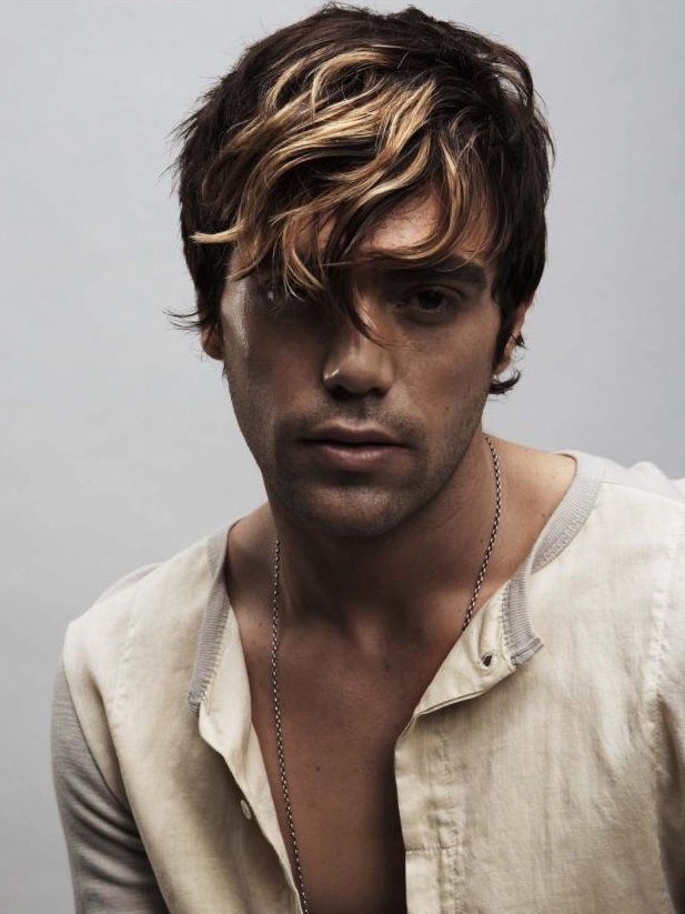 Mens Haircut With A Swirled Fringe And Highlights - Hairstyle colour for man