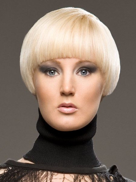 short haircut with a round top for blonde hair