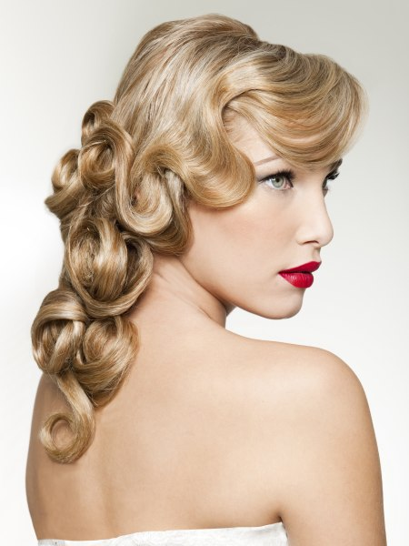 Veronica Lake hairstyle with a fall of curls