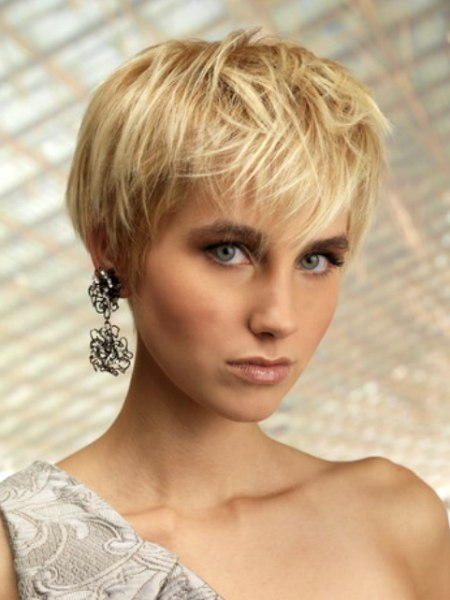 fashionable short haircut for blonde hair