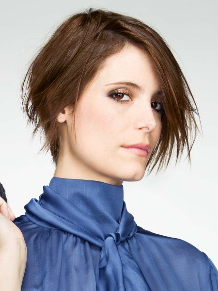 short hairstyle with a gradated back that lengthens the neck