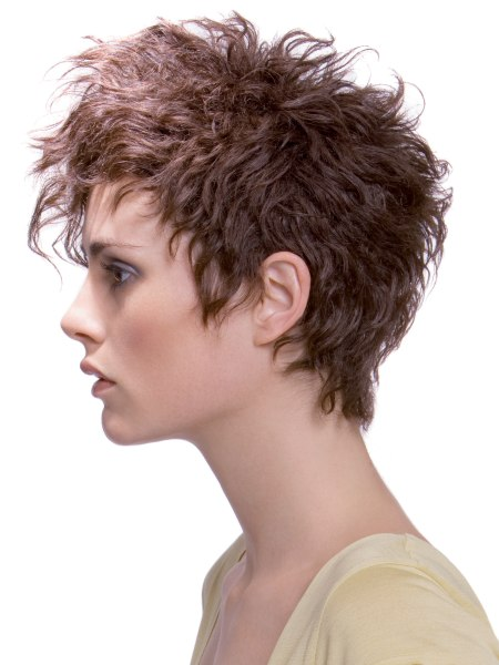 short hairstyle with waves.