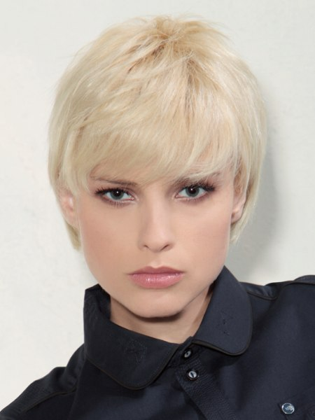 short and easy to maintain blonde fashion hair style