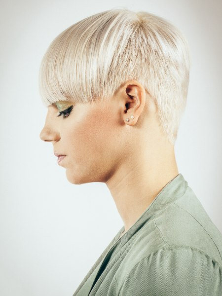 Hairstyle with very short sides and back