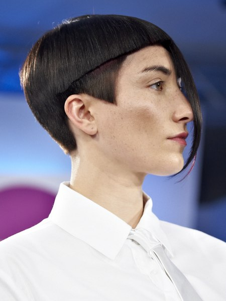 short haircut with geometry
