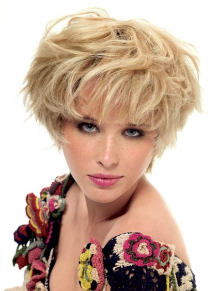 mop-top haircut with layers for blonde hair