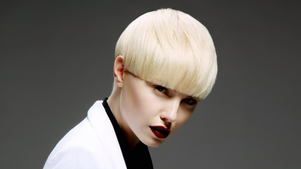 Very Short Bowl Cut With Precise Cutting Lines Avant