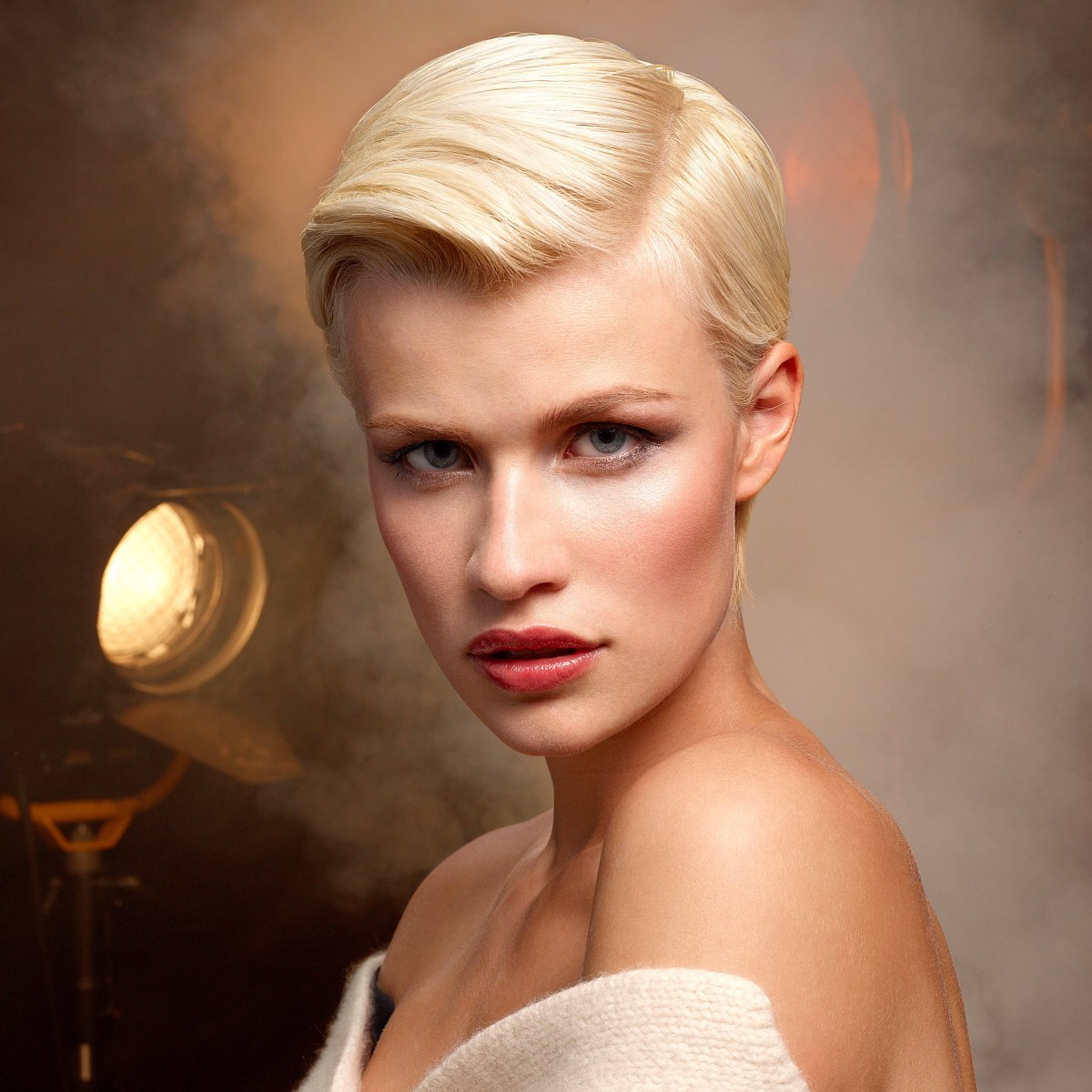 Short hair with a straight side part | 1930s retro styling