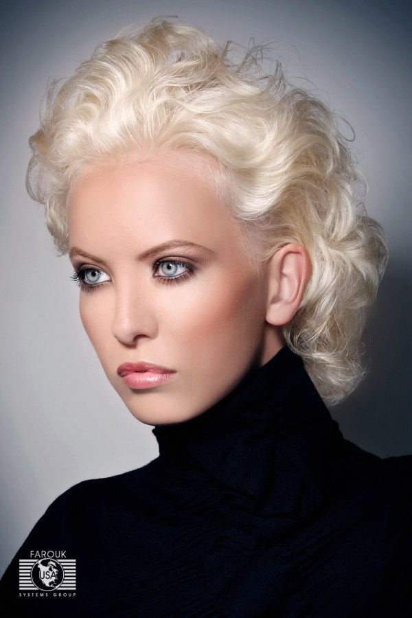 Short Blonde Retro Hairstyle With Finger Waves Or Water Waves