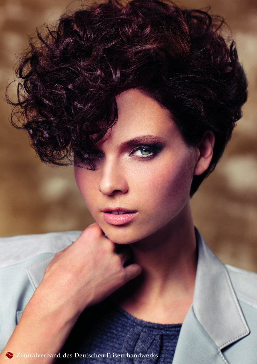 very short hairstyle with curls, inspired by the 80s