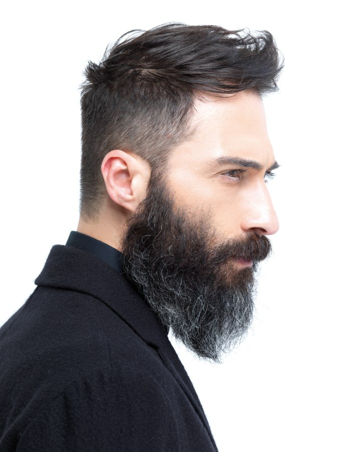 Rugged men's look with a natural and long full beard