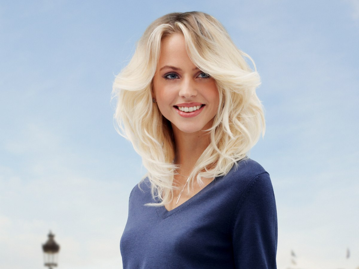 Long Blonde Hair With Waves And Natural Darker Roots