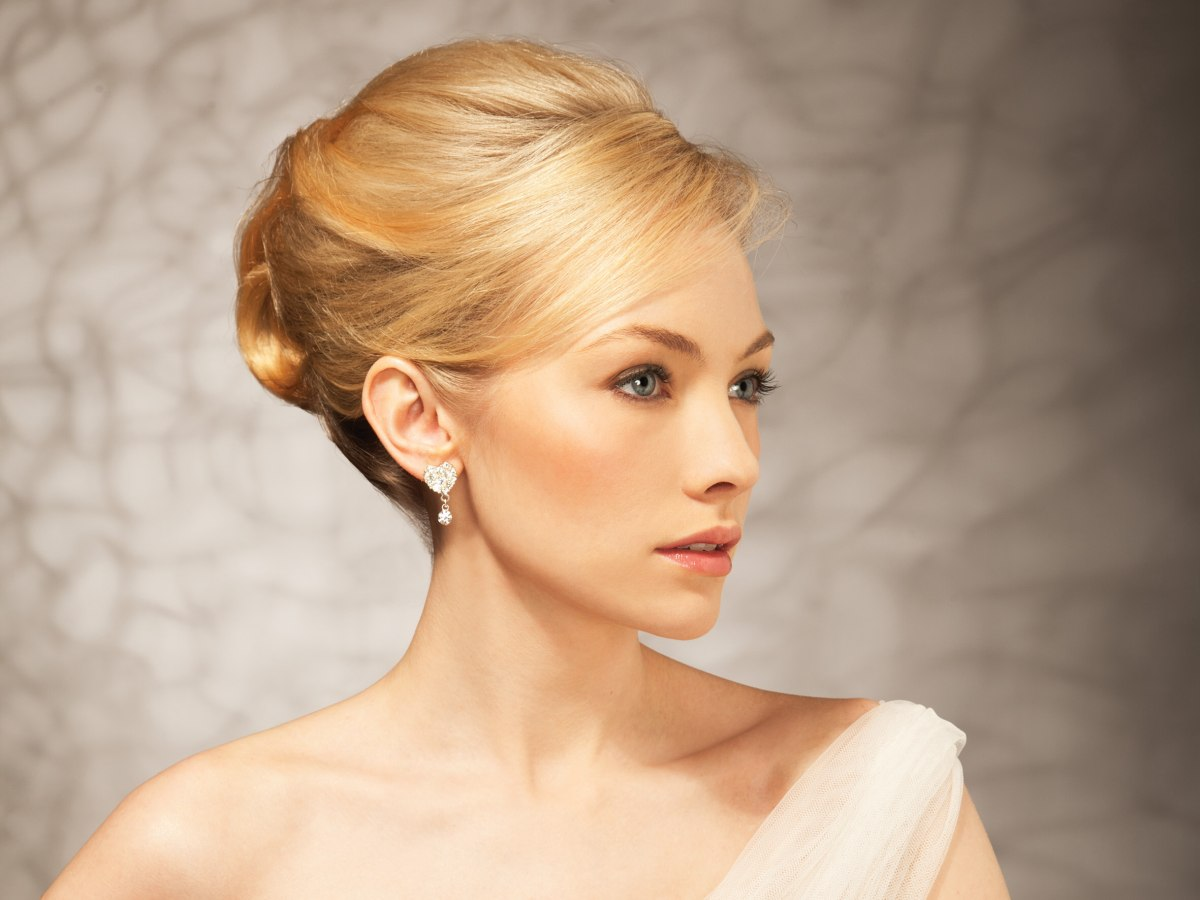 Sophisticated Upstyle With A Chignon In The Back