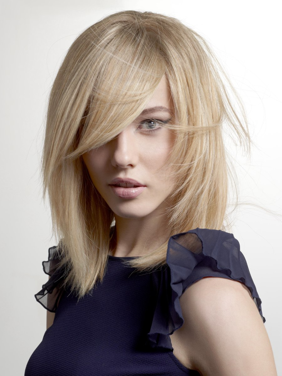 Straight Hairstyle With A Tapered Line Along The Face And Neck