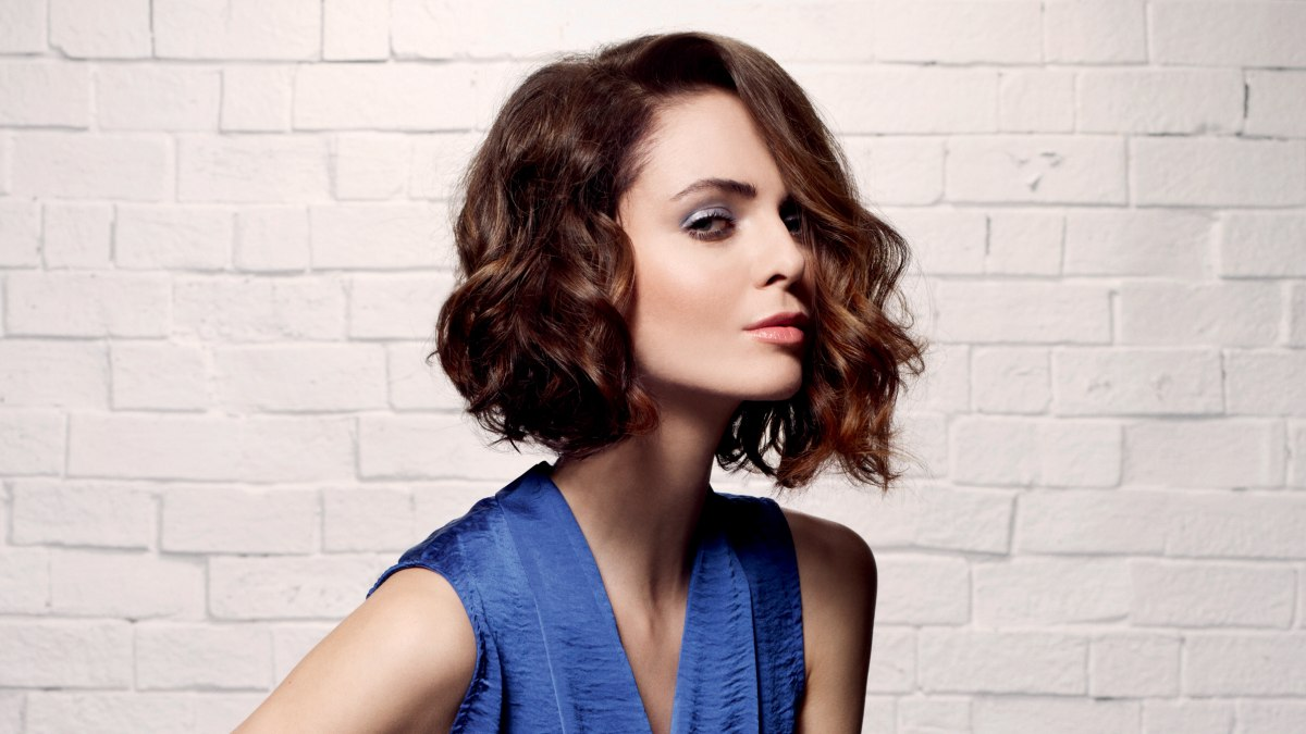 Crinkly Hair Styles: Contemporary Wavy Bob Hairstyle With A Longer Front Section