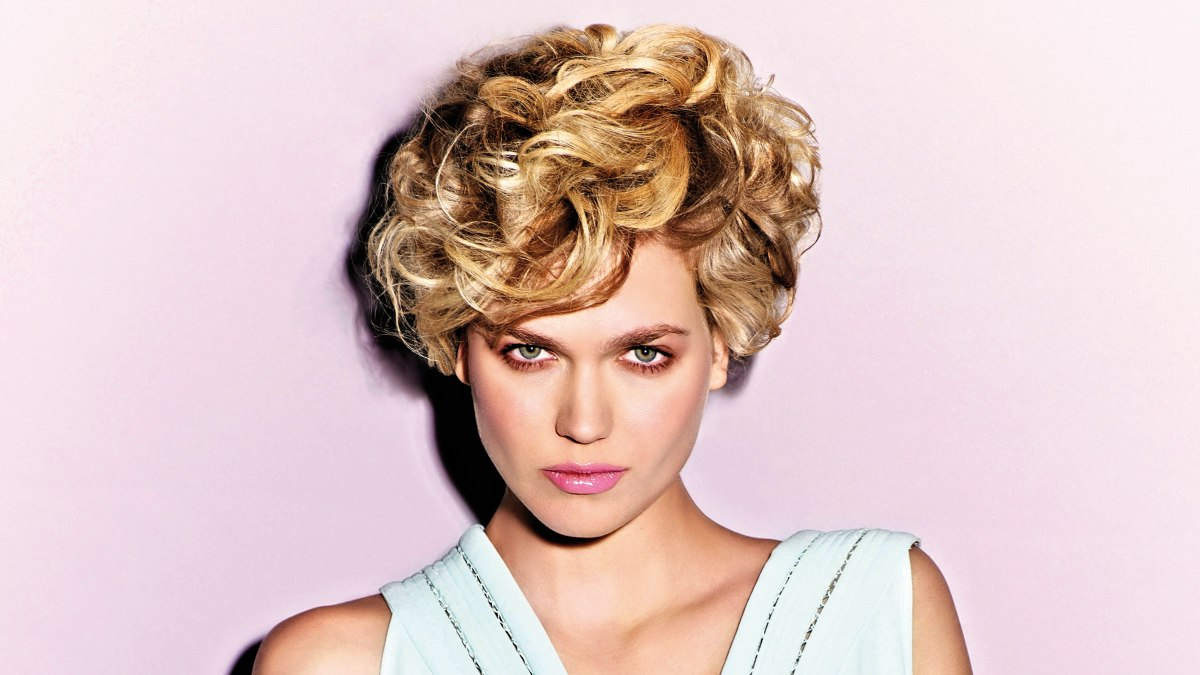 Hairstyle With Contrasting Blonde Highlights Ash Blonde Highlights ...