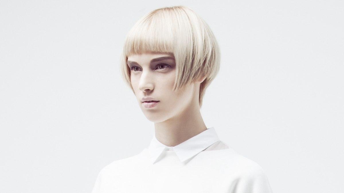 Modern short cut with a short fringe and an elongated neckline