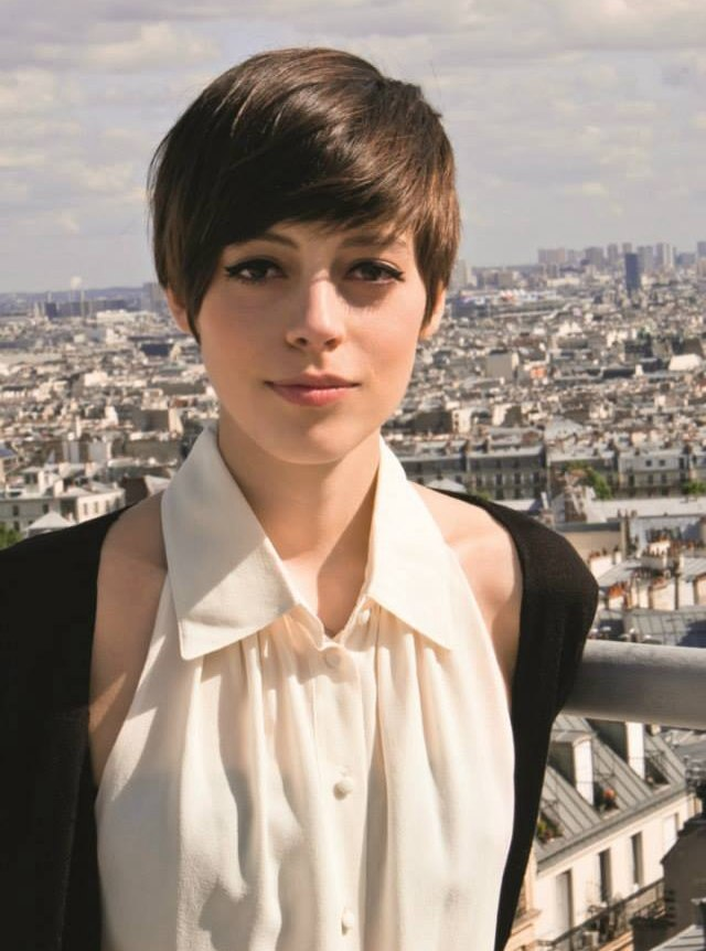 Pixie Haircut With Layers And A Very Short Neck