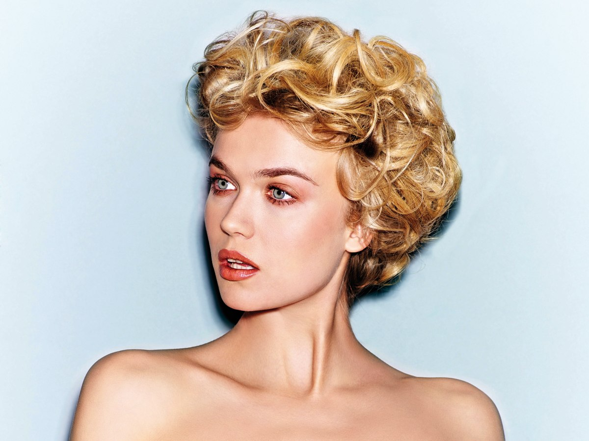Short Vintage Hairstyle With Curls And The Hair Styled Out