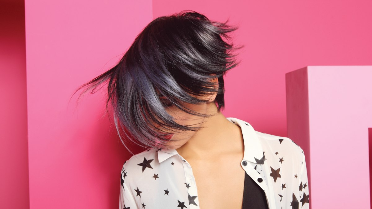 Pixiecut With A Forward Falling Fringe Fashion Pixie Mix Of Black And Gray Hair Colors Silver Streaks