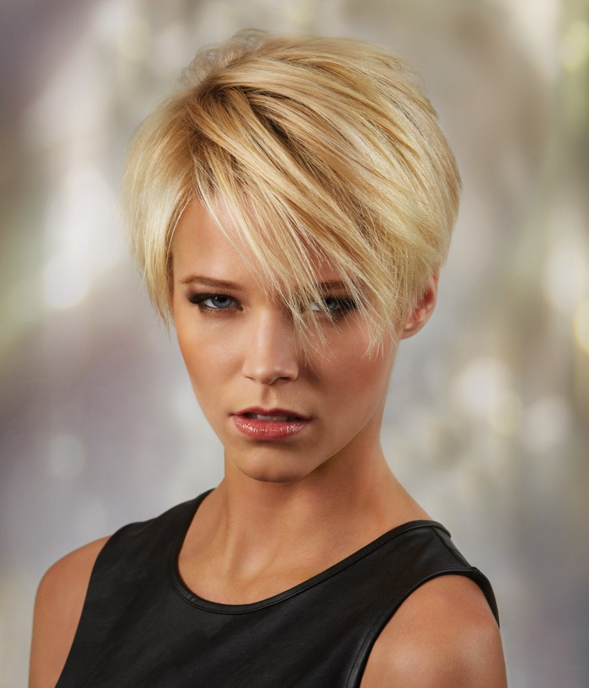 Versatile short haircut with layers