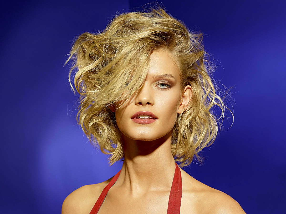 Lightweight Medium Short Hairstyle With Lift And Swooshing