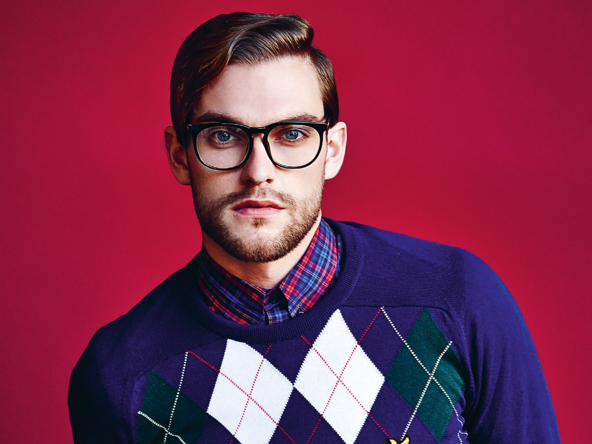 short men's hairstyle and strong rimmed glasses
