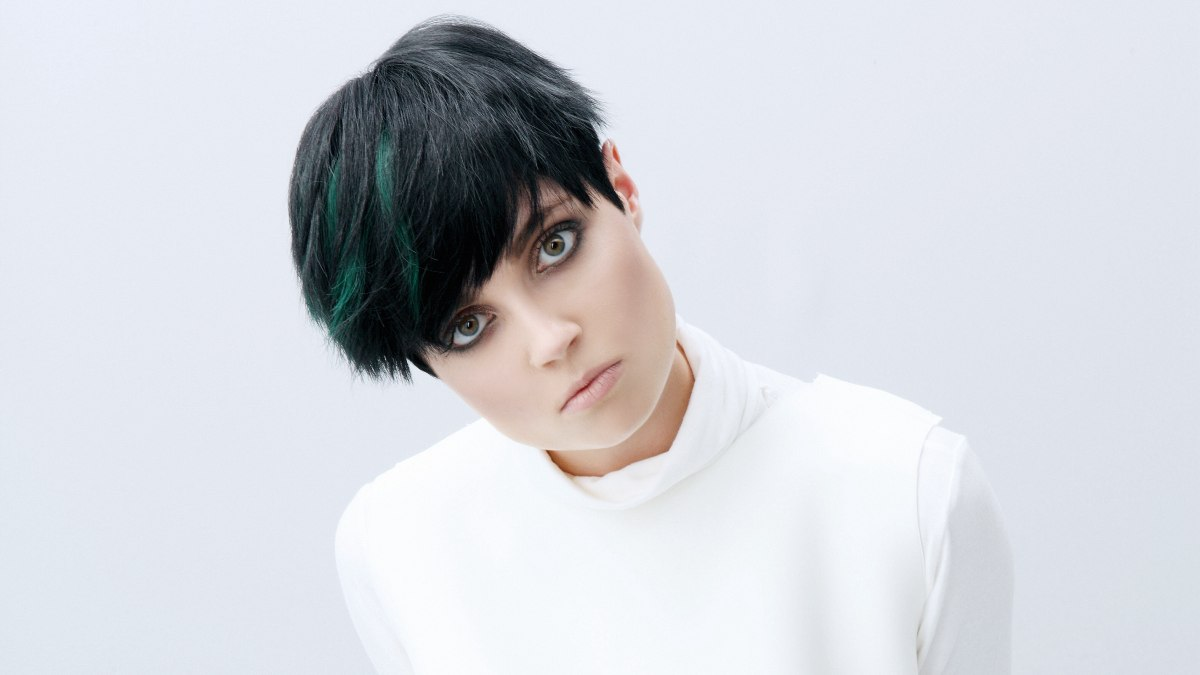 Pixie for black hair with green color splashes