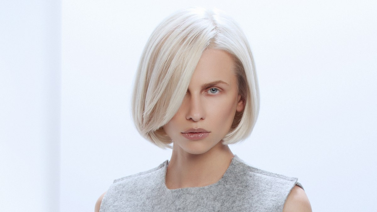 Blonde Bob With Inward Styling Of The Lower Edge