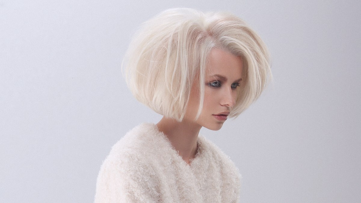 Blonde bob with volume and a weightless appearance
