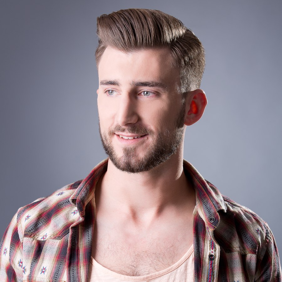 Short and sophisticated men\'s hairstyle combined with glasses