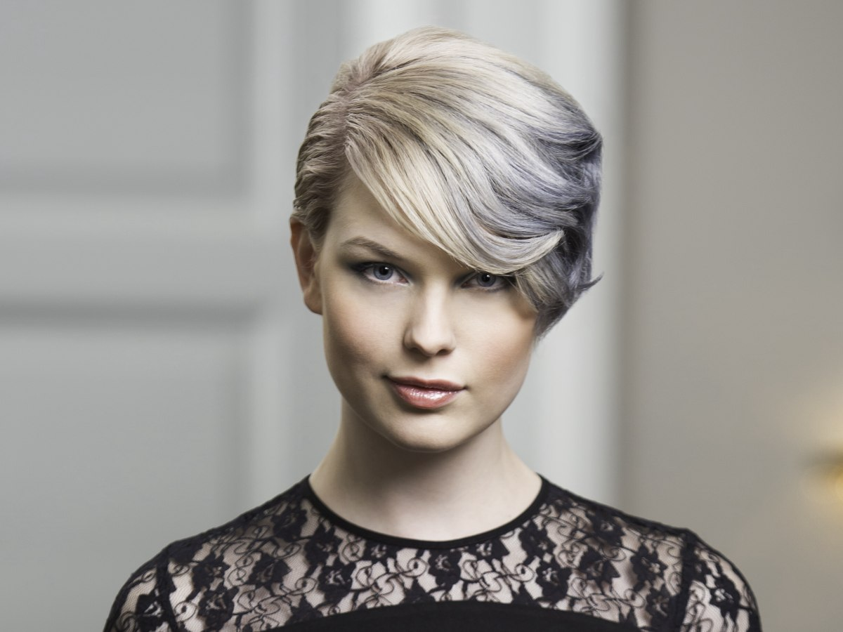 Short Hair With A Color Mixture Of Blonde And Dark Silver