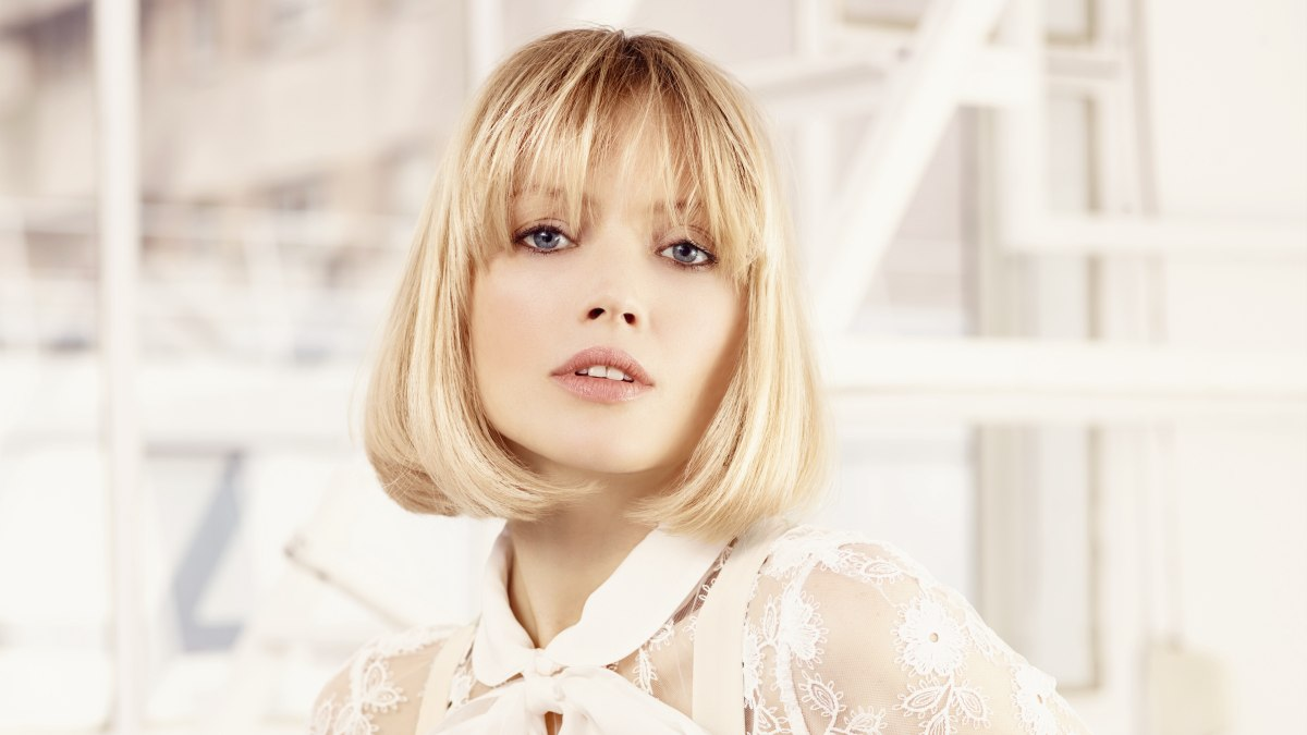 how to cut curved bangs