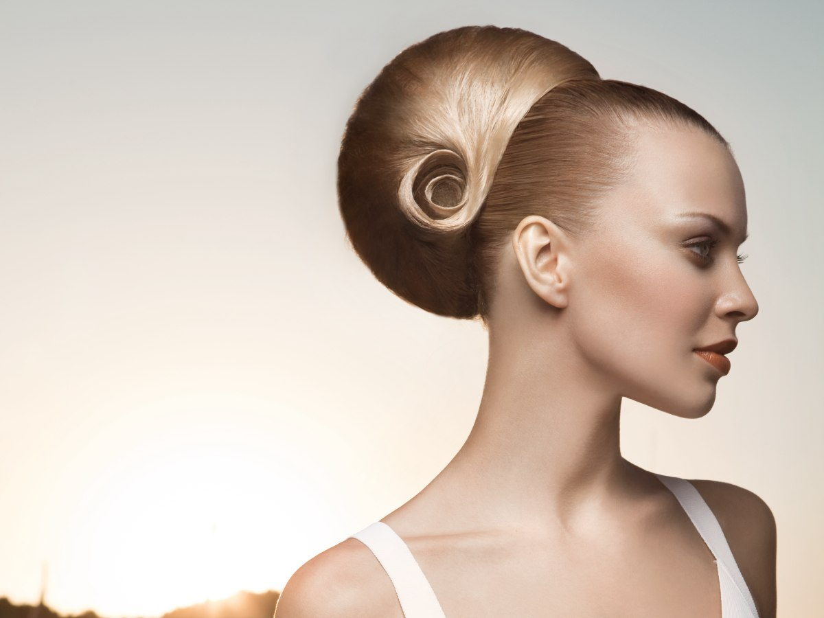 Hair Style Videos: High And Large Bun Rolled To Form A Seashell