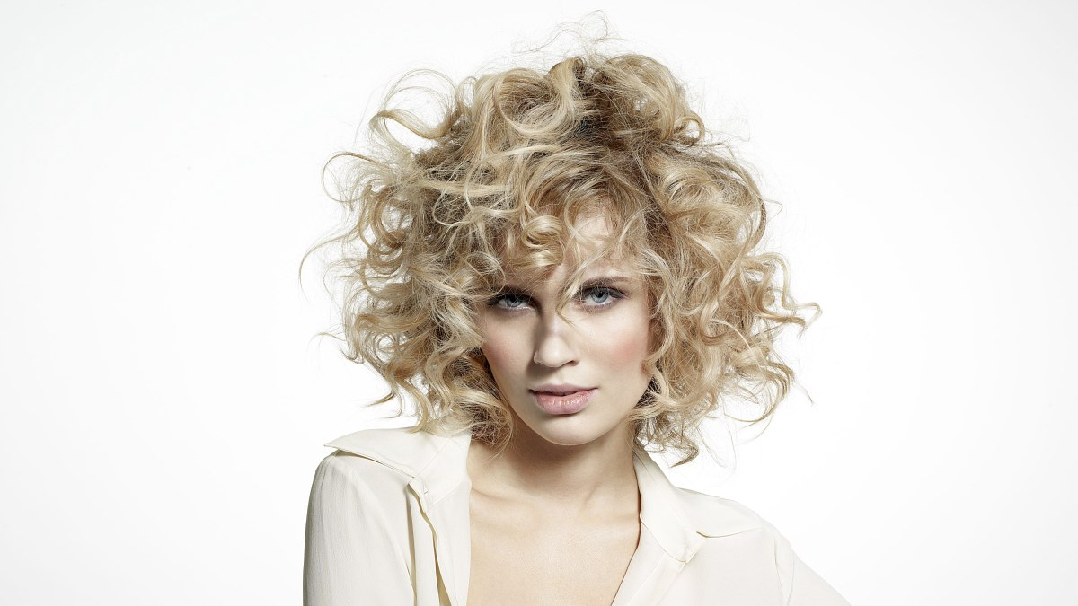 Medium Long Blonde Hair With Large Size Curls