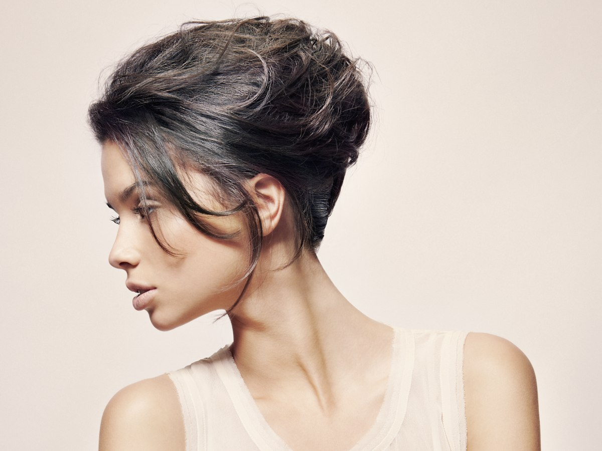 Modern And Wearable Hairstyles With A Natural Flow For