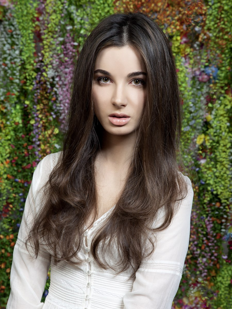 Very Long Hairstyle With Large Waves And A Natural Brown