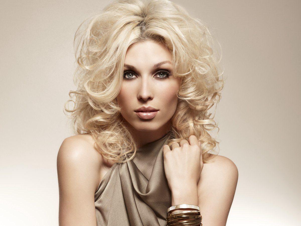 Easy Hairstyle With Volume And Pumped Up With Large And
