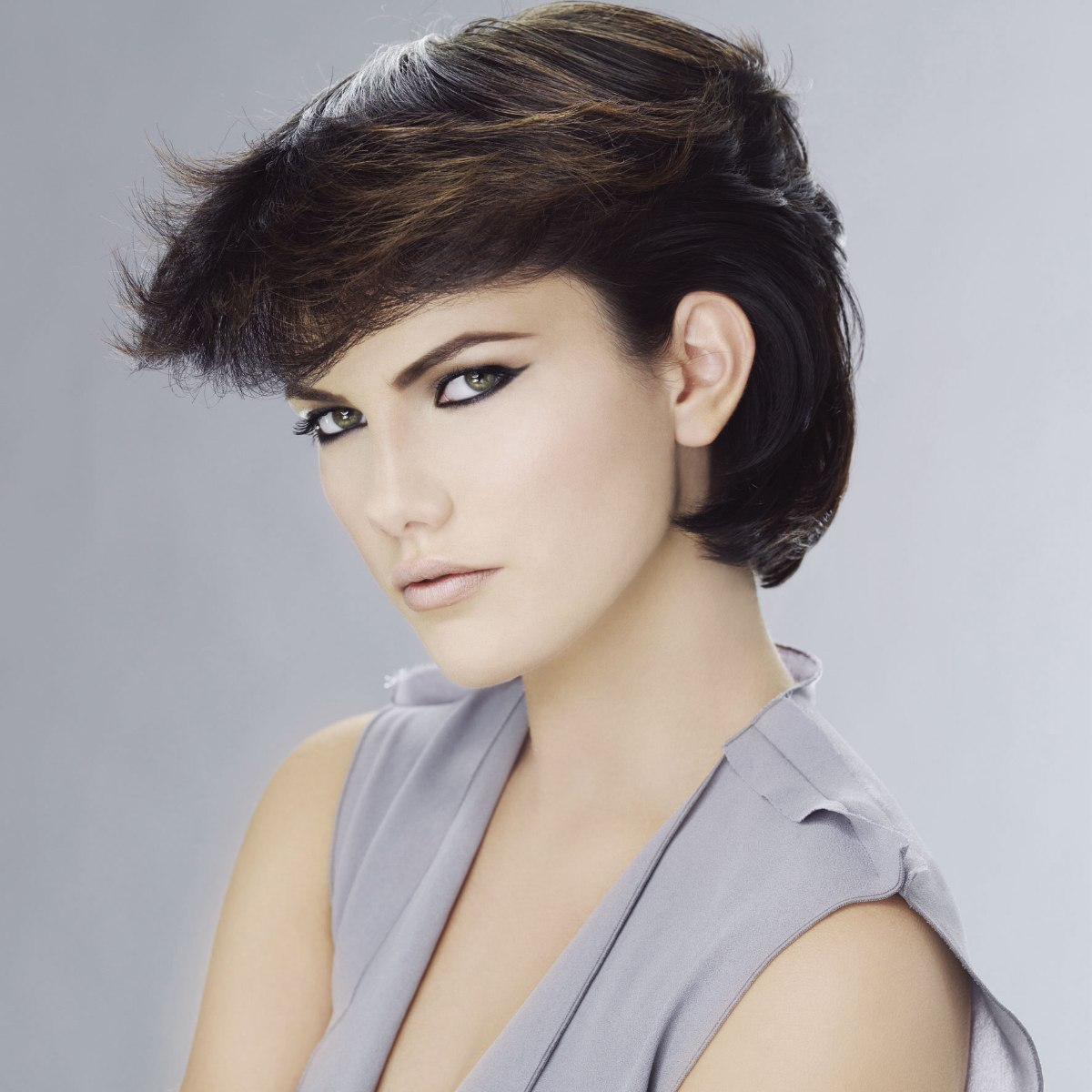80s short hair look with a curled neck and a big fringe
