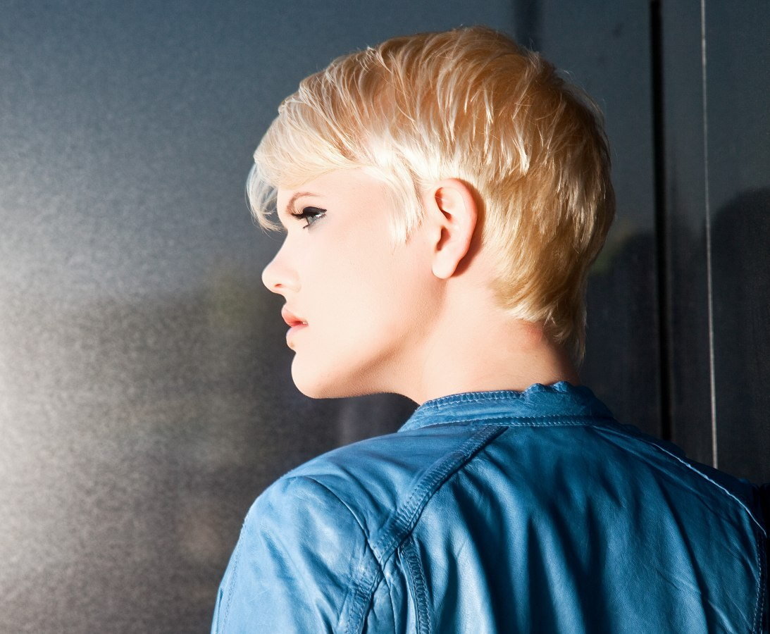 Awe Inspiring Pretty Short Blonde Hairdo With A Graduated Neck And Small Sideburns Short Hairstyles Gunalazisus