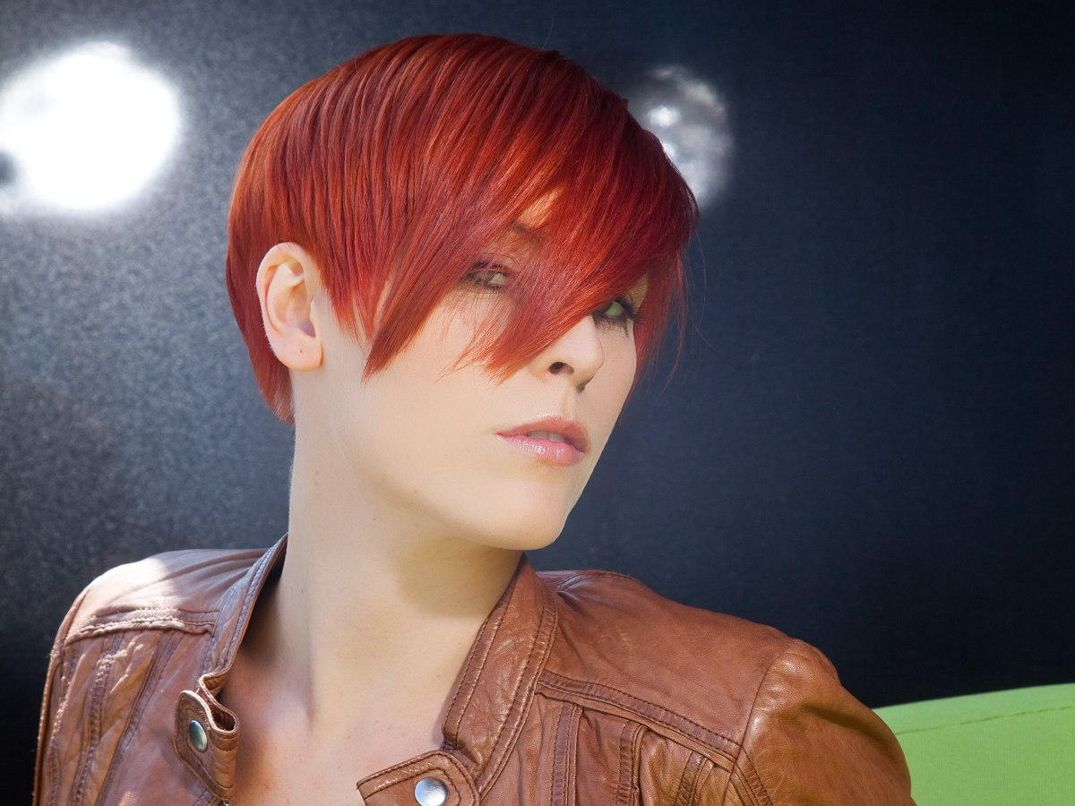 Hair Styles For Short Red Hair: Finely Layered Red Hair That Adjusts To The Shape Of The Head