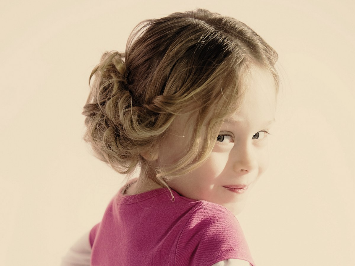 Women Hairstyles: Easy To Make Upstyle For Little Girls
